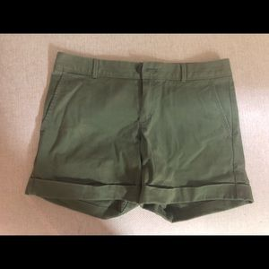 Banana republic chino shorts size 4 green